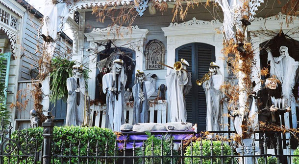 Decorated house in New Orleans, USA. Photo by French Quarter